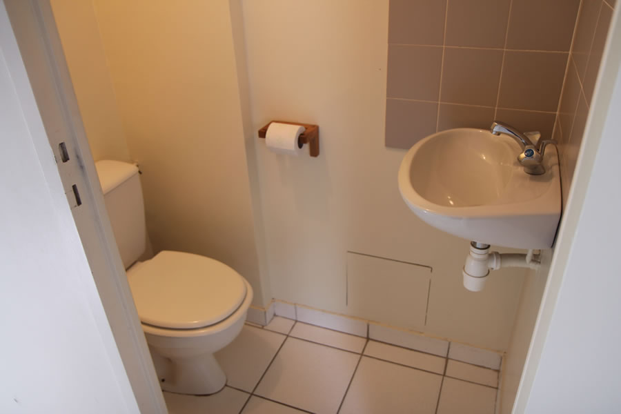 Separate toilet & wash basin
