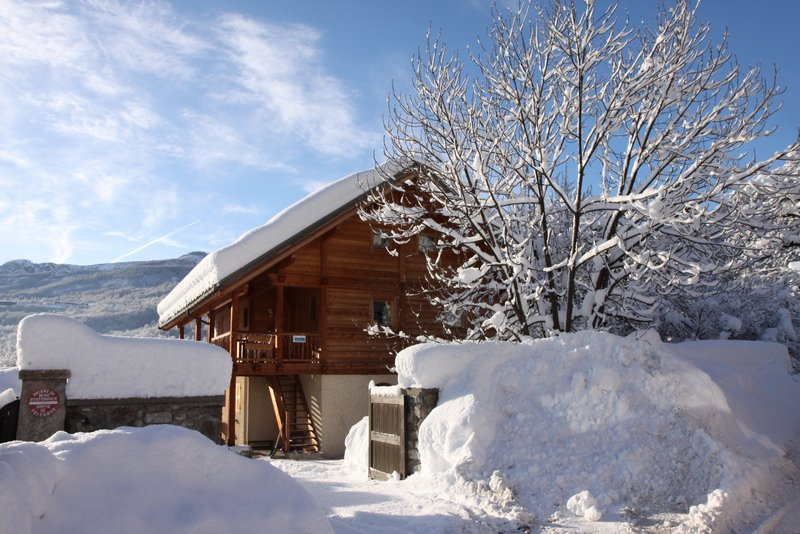 In Vallouise Centre, Apt. Meleze is an independent apartment with 2 bedrooms, situated on the first & second floor of chalet Chabrand